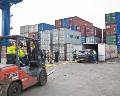 Миллионная взятка и пропавшие контейнеры: как борцы с контрабандой «крышуют» контрабанду в Одессе