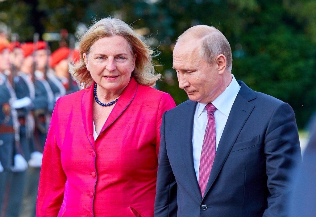 Путін зібрався на весілля до ультраправої подруги з Австрії