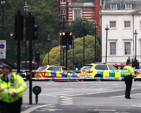 Авто протаранило натовп велосипедистів під парламентом