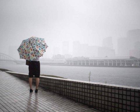 Более сотни тысяч людей эвакуировали из-за аномальной погоды