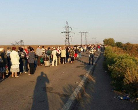 Один из КПВВ на Донбассе могут закрыть из-за обстрелов