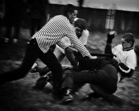 Украинские футболисты в нетрезвом состоянии избили таксиста