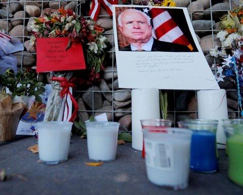 В США прощаются с Джоном Маккейном, прошла одна из церемоний