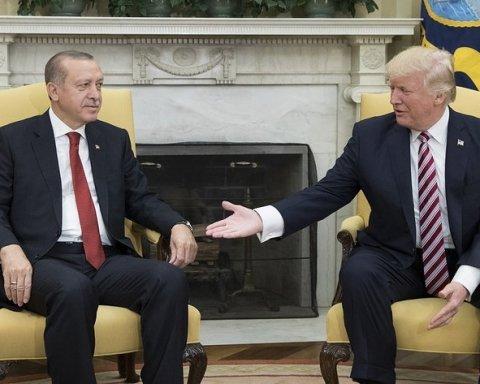 """Ердоган завдав удару Трампу у відповідь в """"торговельній війні"""""""