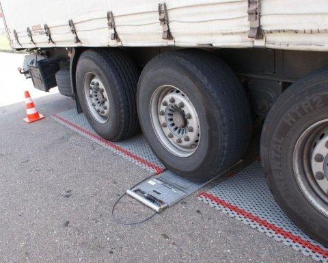 Водитель выбросил сотни тонн зерна из-за невозможности дать взятку