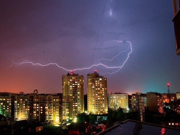 Мешканців Києва попередили про насування сильних гроз