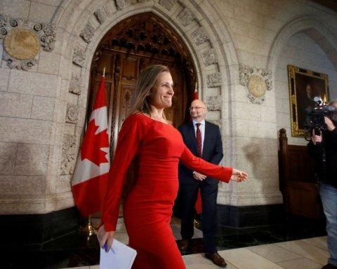 Канадский министр Фриланд внезапно передумала ехать с визитом в Украину