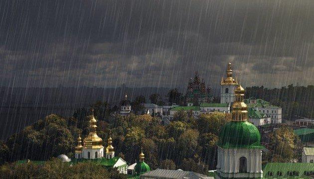 Появились кадры последствий мощного ливня, который пронесся по Киеву