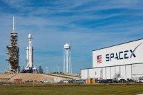 SpaceX Маска и голливудский дизайнер разработали стильные скафандры для астронавтов NASA