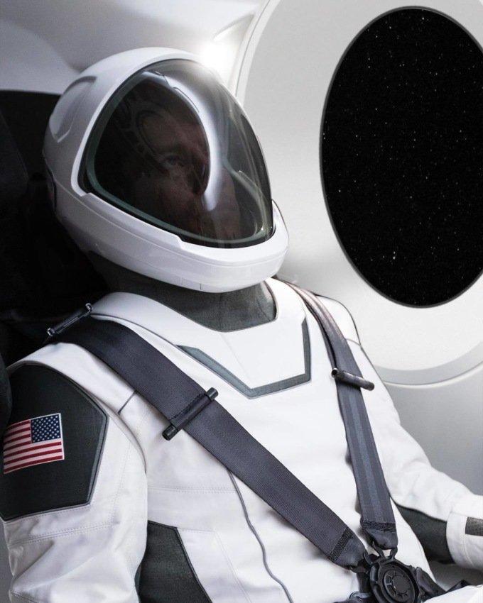 SpaceX Маска і голлівудський дизайнер розробили стильні скафандри для астронавтів NASA