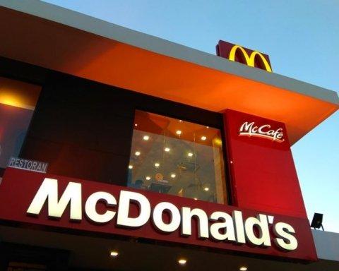 Беременную в McDonald's пытались напоить средством для мытья посуды