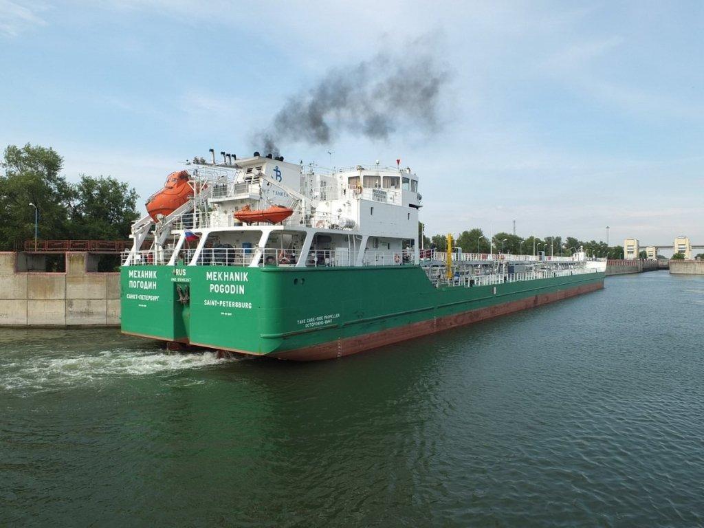 Затримання російського судна в Херсоні: екіпаж боїться силового захоплення, чекають відповіді СБУ