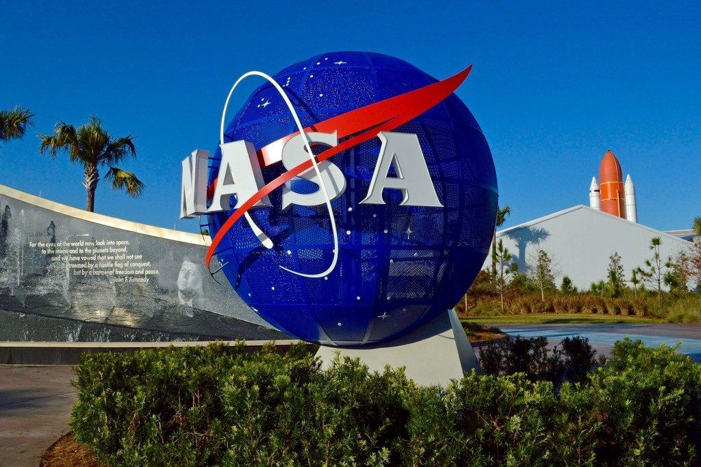 SpaceX розіб'є космічний апарат об астероїд: в NASA задумали рятівний експеримент