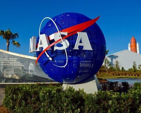 SpaceX разобьет космический аппарат об астероид: в NASA задумали спасительный эксперимент