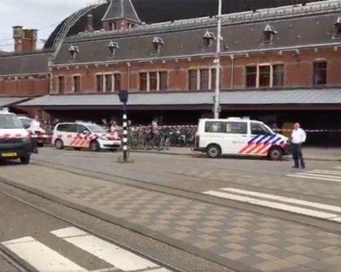 Мужчина набросился на людей с ножом на центральном вокзале столицы