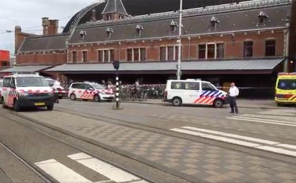 Чоловік накинувся на людей з ножем на центральному вокзалі столиці 7544bfbe1dd47