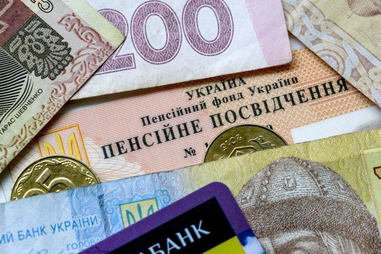 """Українці кинулися скуповувати пенсійний стаж """"на майбутнє"""""""