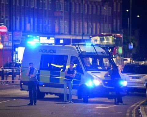 Неизвестный расстрелял людей на станции метрополитена, есть пострадавшие