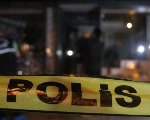 У Туреччині з автомобіля розстріляли посольство США: кадри з місця події
