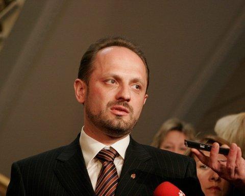 Основний закон України порівняли з згвалтованої дівчиною