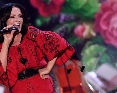 Директор Ротару объяснил отмену ее выступления на «Песне года» в Москве