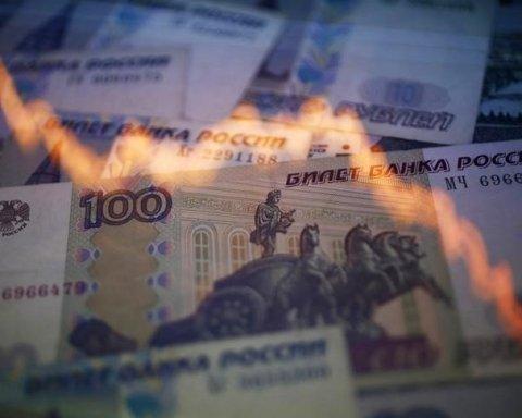 Хаос на фінансовому ринку Росії: як обвалився курс рубля та впали ціни на акції
