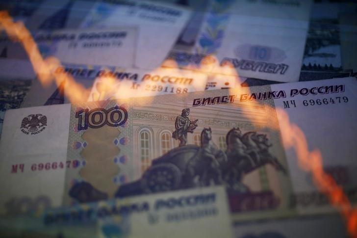Хаос на финансовом рынке России: как обвалился курс рубля и рухнули цены на акции
