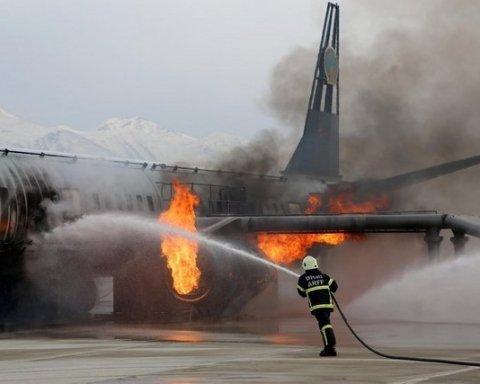 Самолет из РФ вспыхнул в небе, погибнуть могли сотни: появились кадры аварии