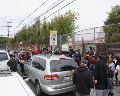 Колона поліції та перелякані батьки: у школі сталася стрілянина, є поранені