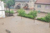 Сильні зливи накрили Рахів: фото та відео затопленого міста