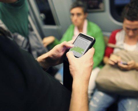 Китайский подросток заработал косоглазие из-за слишком активного пользования смартфоном