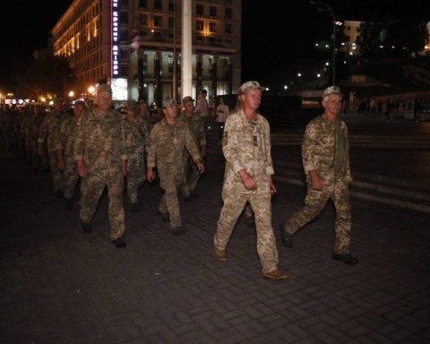 У центрі Києва посеред ночі помітили сотні військових