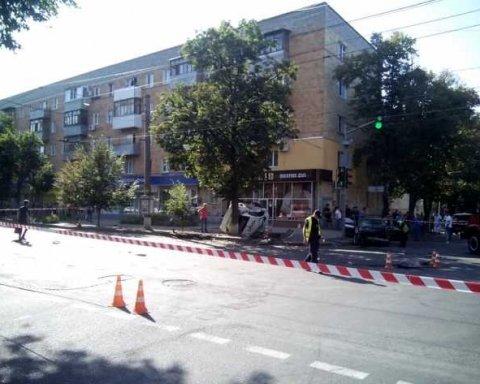 В Сумах полицейский Prius перевернулся на крышу: пострадали полисвумен и пешеходы