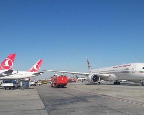 В турецком аэропорту столкнулись самолеты: подробности инцидента