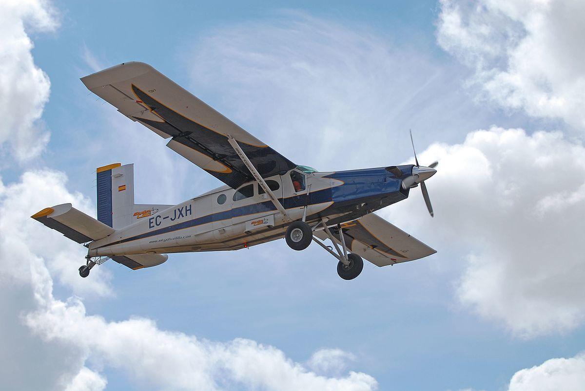 Во время авиашоу в Канаде разбился самолет: на борту находились пять человек