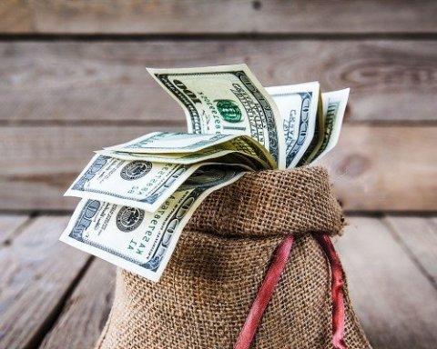 Стало відомо, скільки грошей українці поклали на депозити у банках