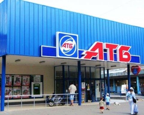 Бруд та сміття: у мережі показали робоче місце касира АТБ