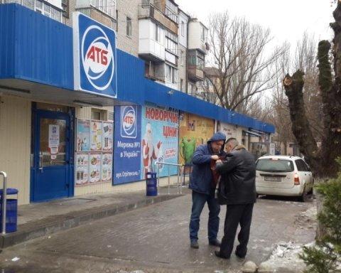 «АТБ» перетворило у алкопритон одеський будинок: жителі нажахані