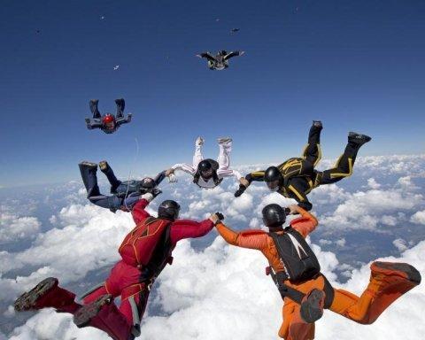 На Харківщині парашутисти встановили унікальний світовий рекорд