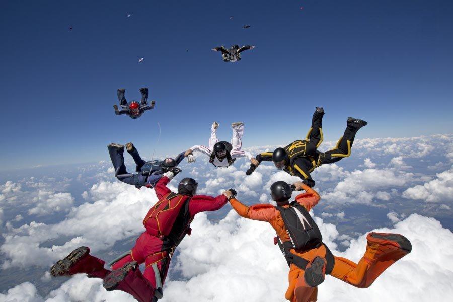 На Харьковщине парашютисты установили уникальный мировой рекорд