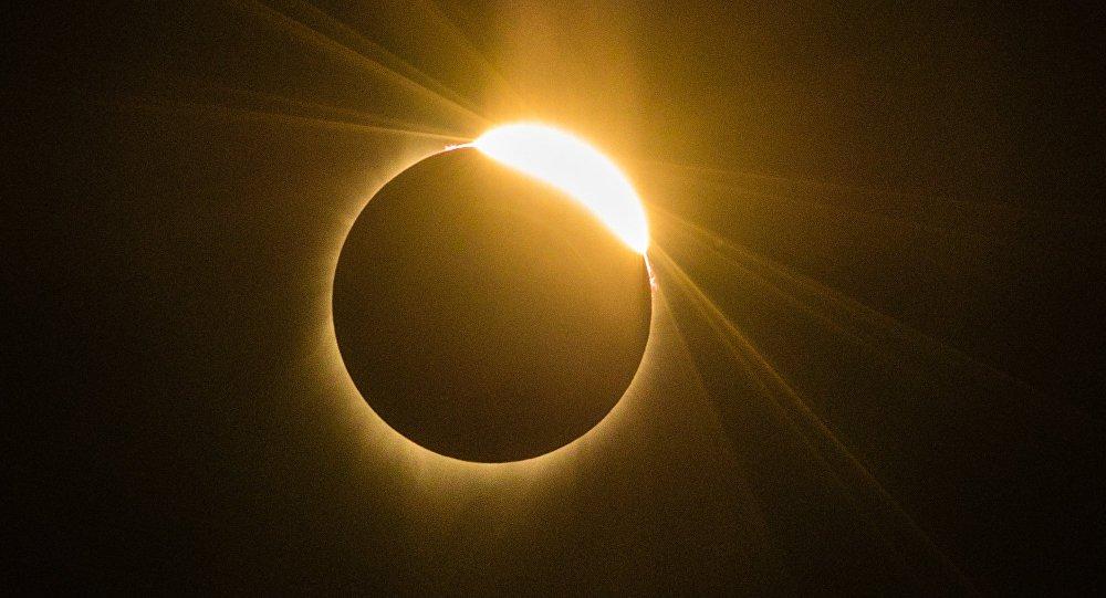 Опубликованы зрелищные фото солнечного затмения из разных уголков планеты
