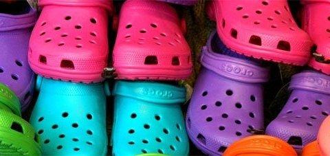 Виробник найгидкішого взуття у світі масово закриває магазини і фабрики