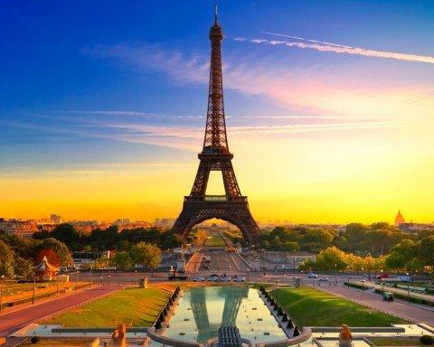 В Париже закрыли Эйфелеву башню: названа причина