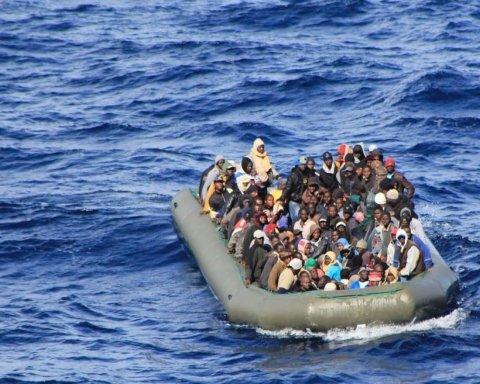"""Півсотні мігрантів """"десантувалися"""" на іспанський пляж з туристами"""
