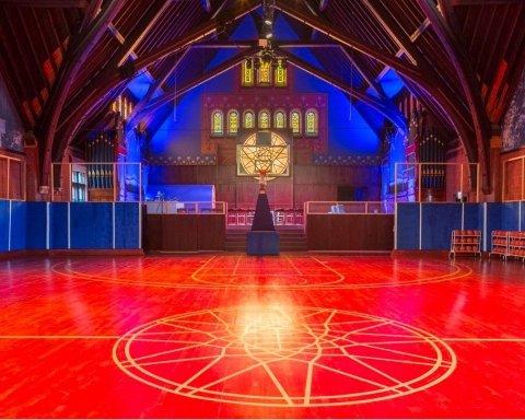 Спортивний бренд облаштував у церкві баскетбольний майданчик