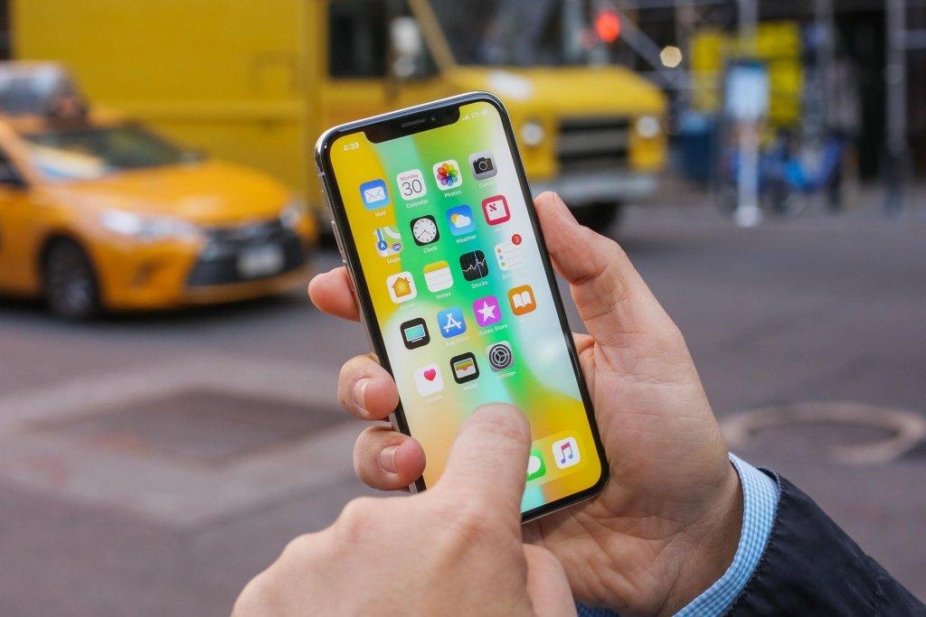 Стоимость Apple превысила 1 трлн долларов: такого в истории еще не было