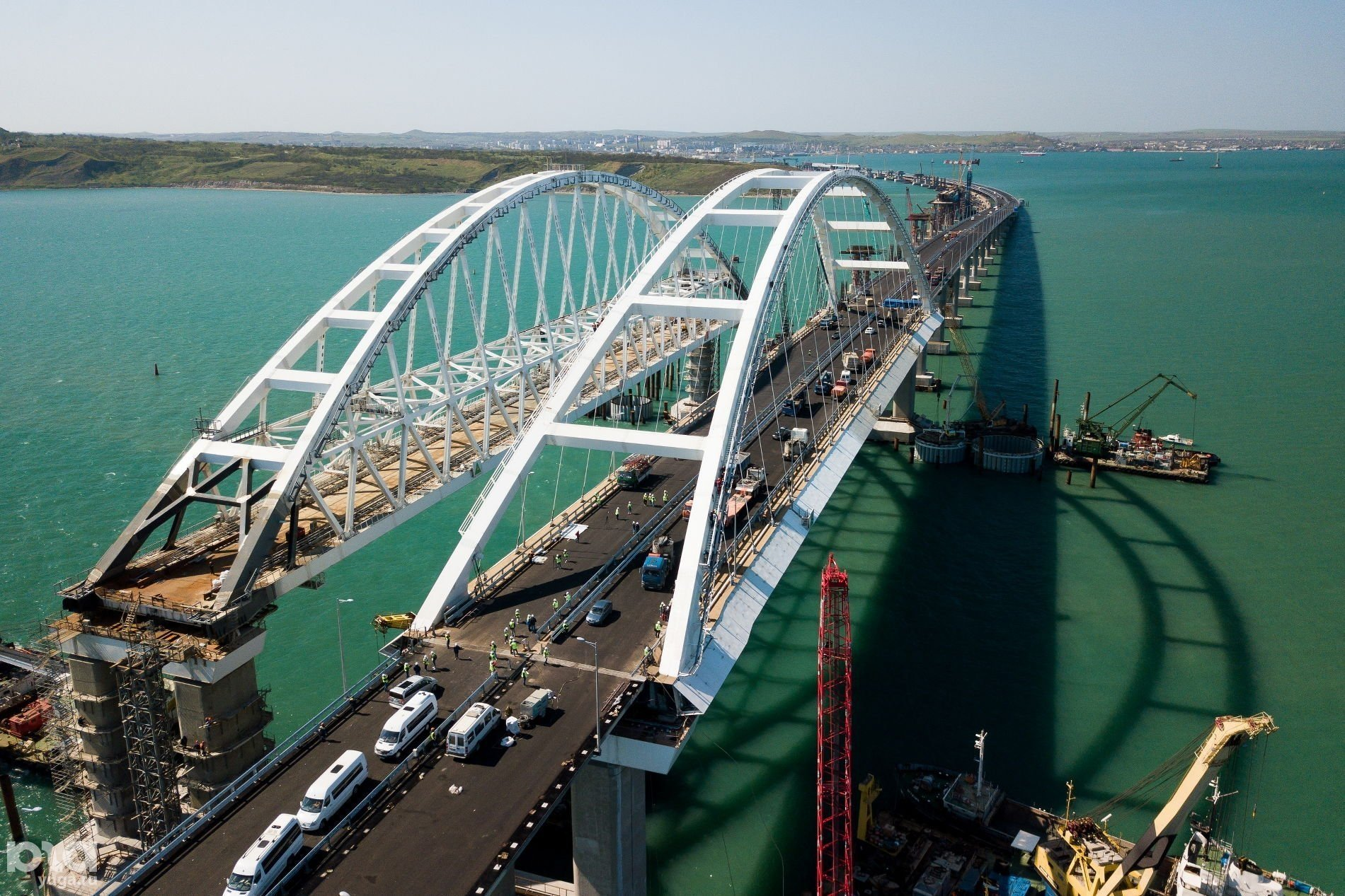 Виновато землетрясение: в Украине заявили, что Крымский мост начал разваливаться