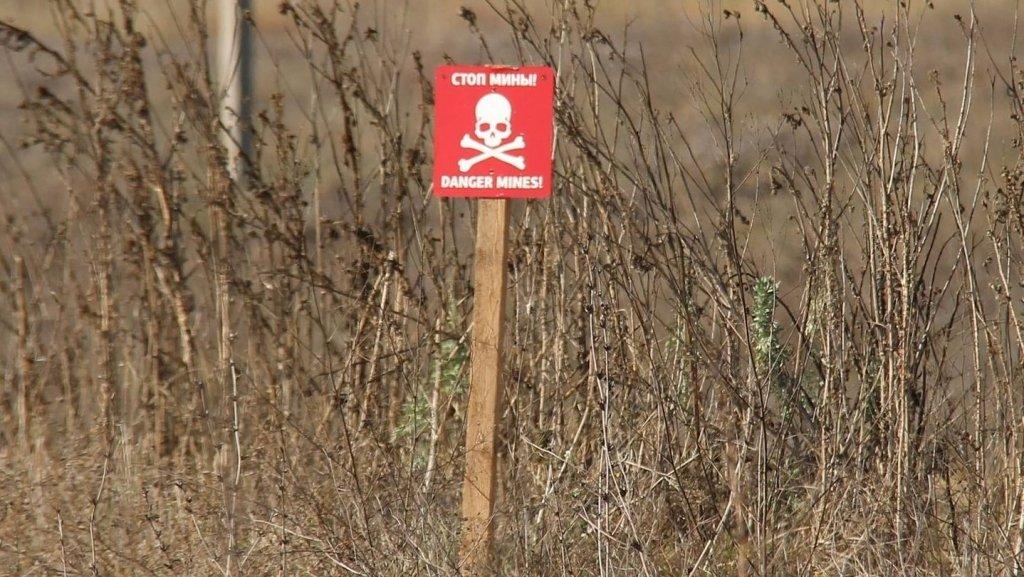 На Донбасі на міні підірвався мирний житель