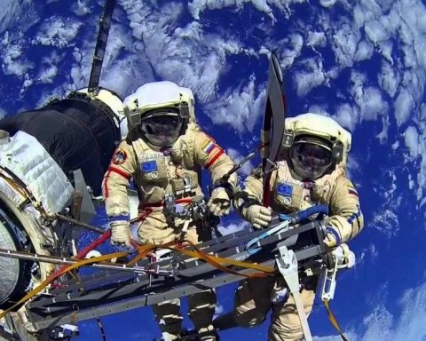 На МКС через РФ утворилася тріщина, астронавти заткнули її пальцем