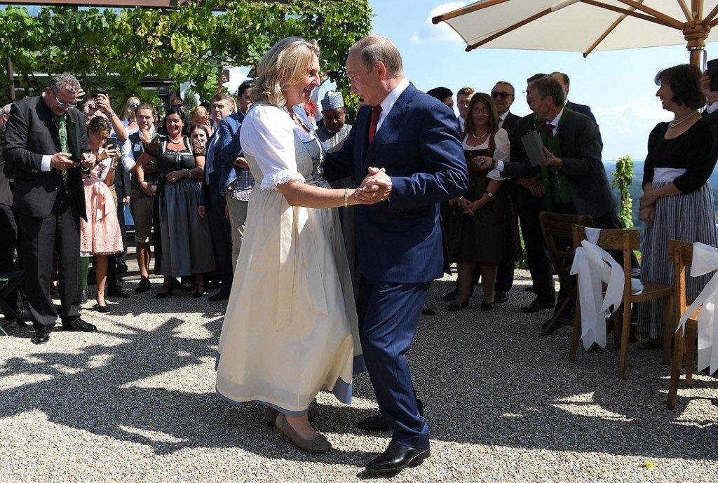 Свадьба австрийского министра: появилось видео танца Путина с невестой